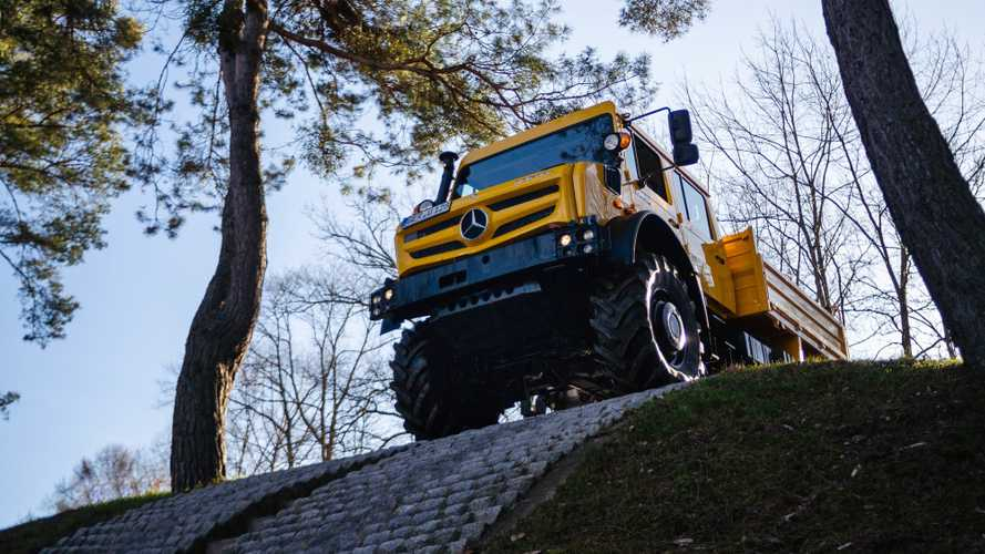 See the Mercedes Unimog climb extremely steep hill in reverse