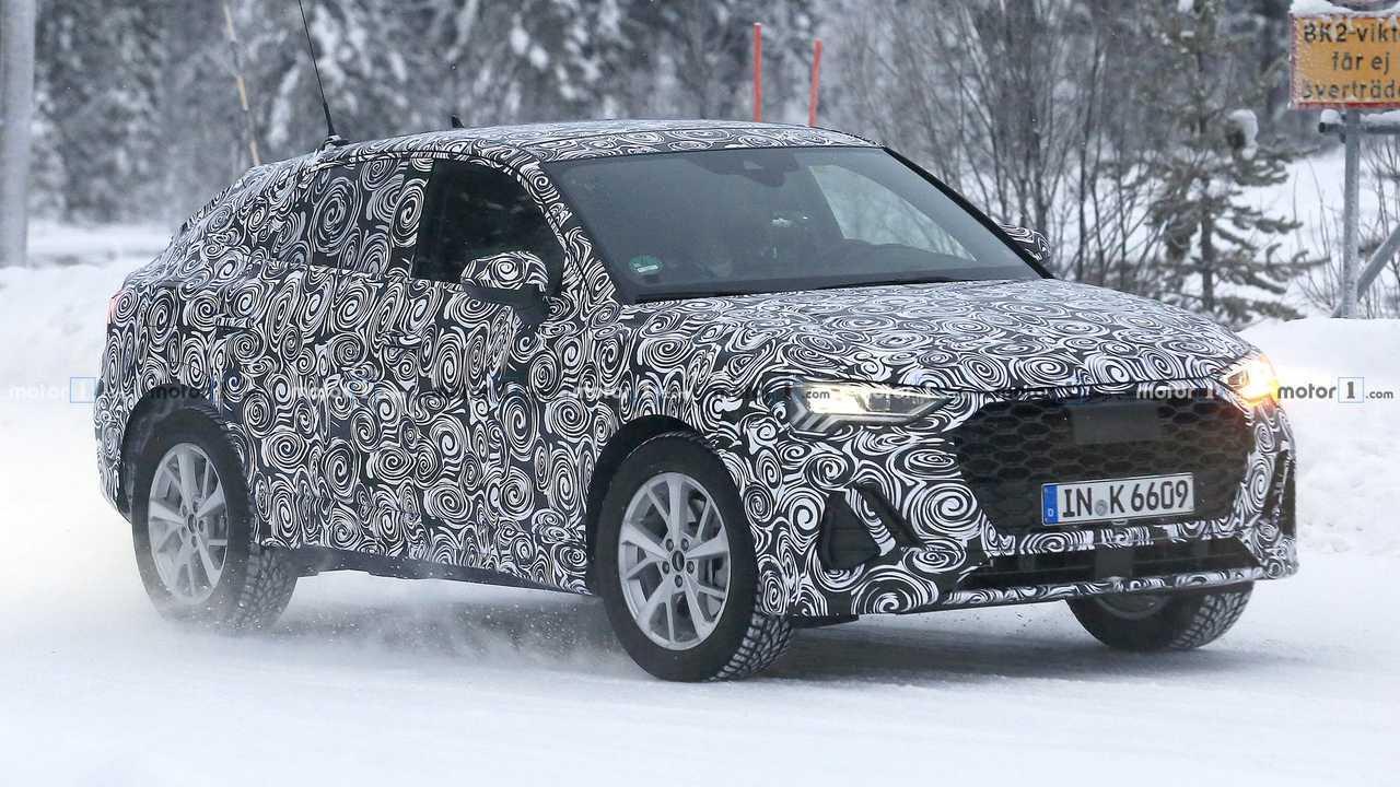 Audi Q4, le nuove foto spia