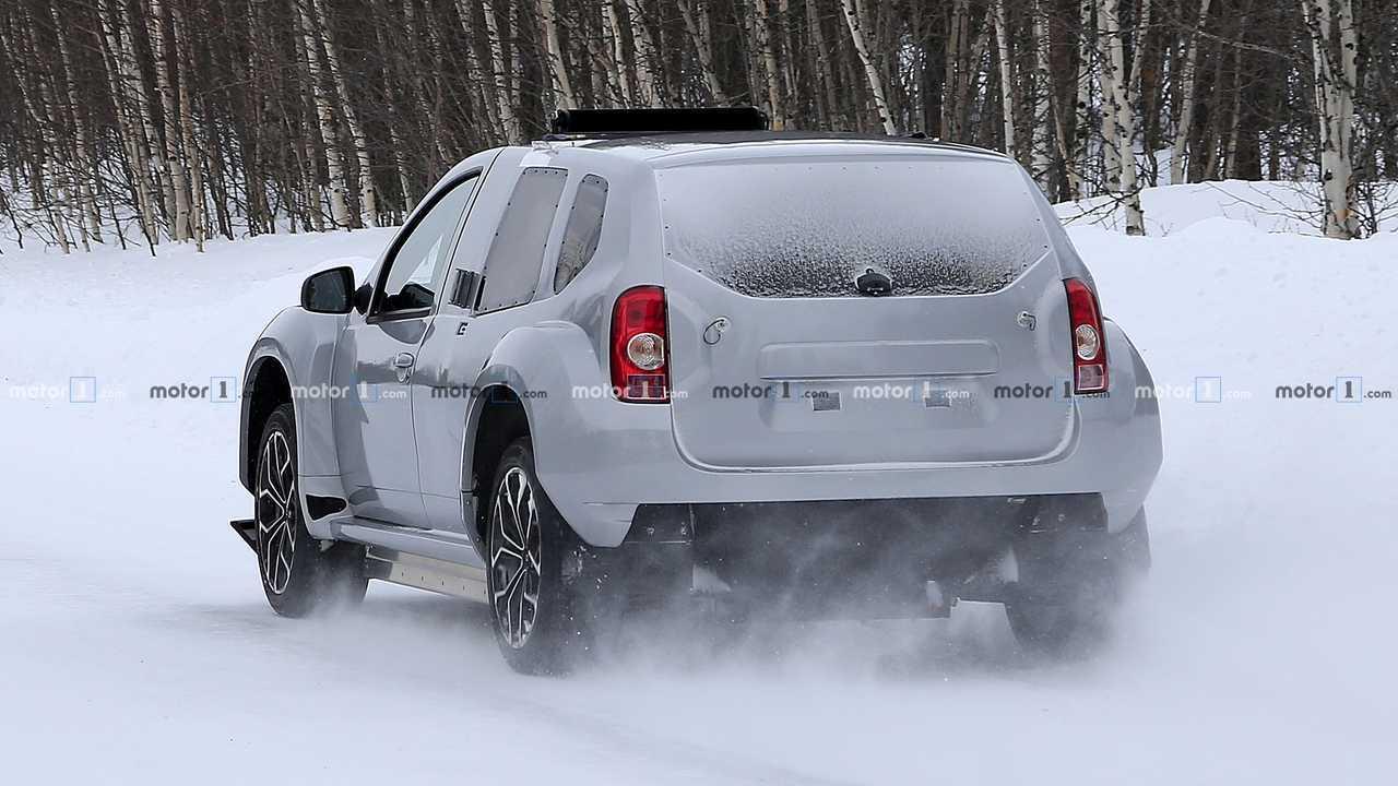 Dacia Duster EV mule spy photo