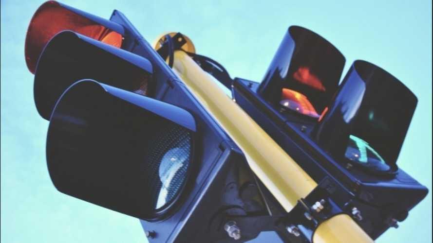 Rivoluzione al semaforo: il giallo durerà almeno 4 secondi