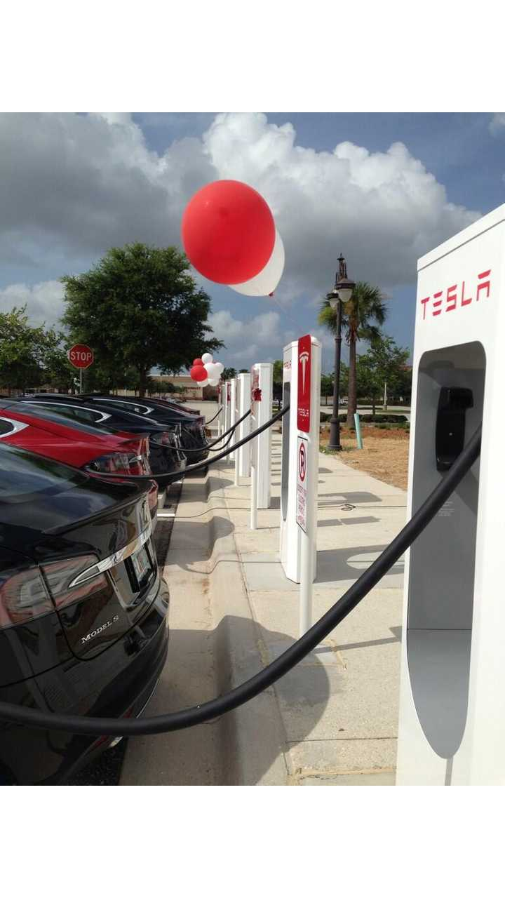 Tesla Supercharger Station in Fort Myers, Florida Now Up and Running