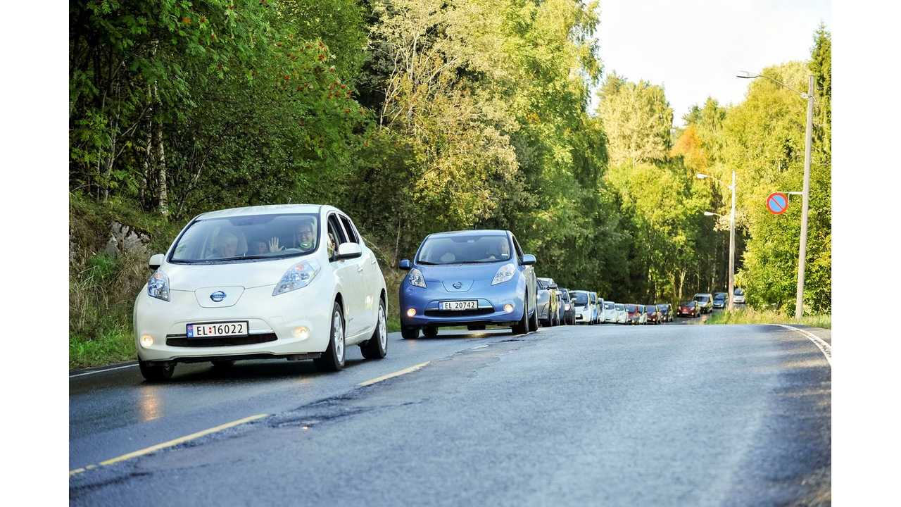 Electric cars in the largest ever gathering of moving electric vehicles