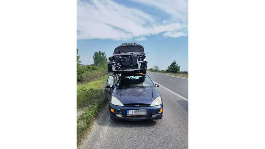 Ford Focus with Peugeot 206 CC on its roof