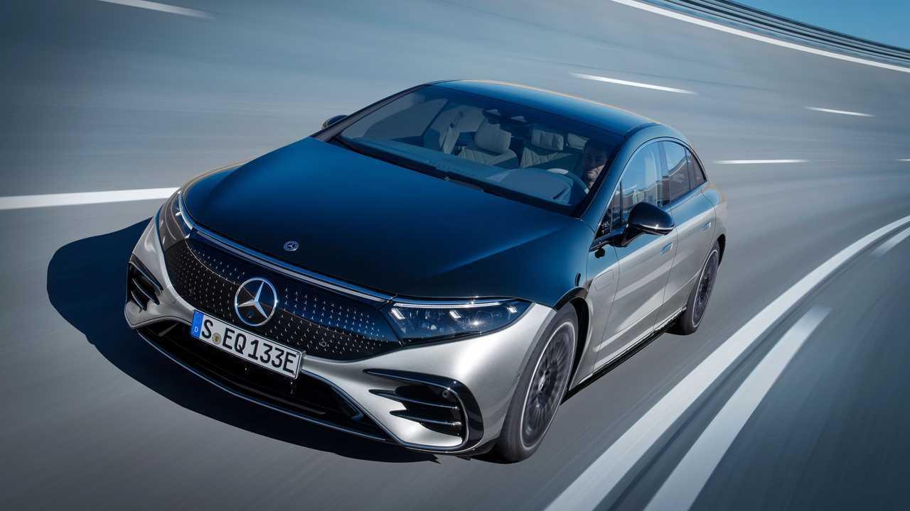 Задние колеса Mercedes-Benz EQS будут поворачиваться по подписке