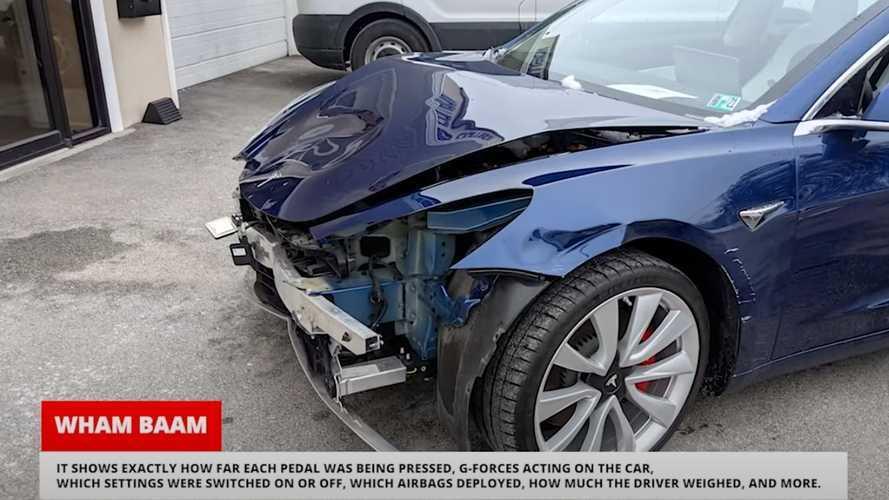 Parcheggiatore goffo distrugge una Tesla e incolpa l'Autopilot: beccato