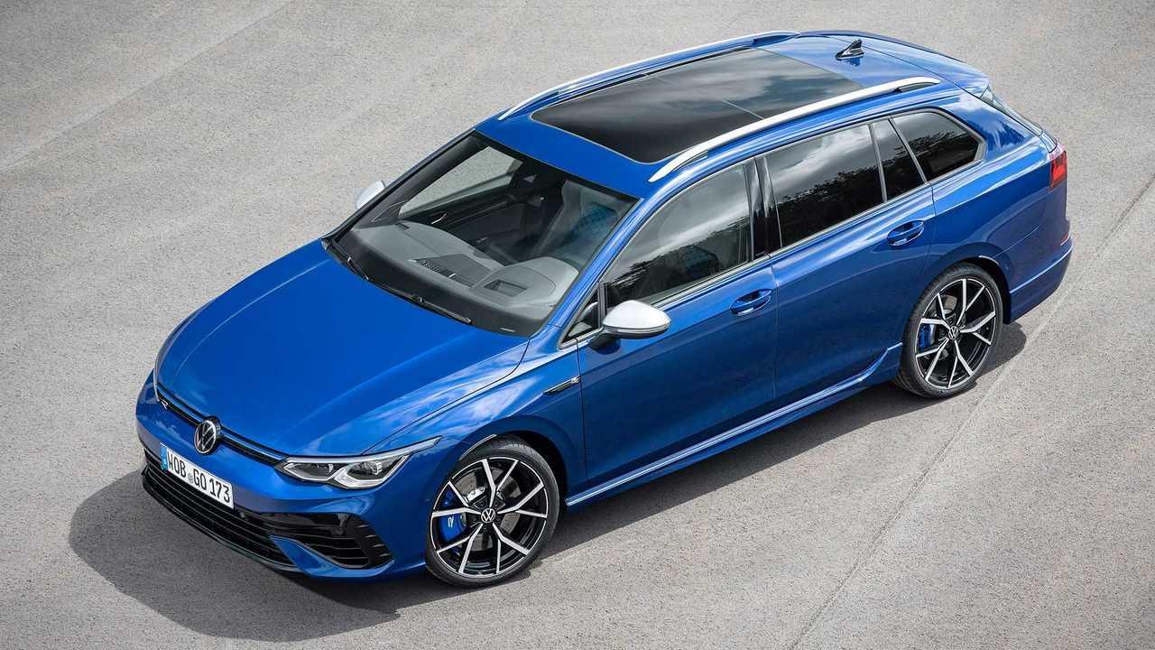 Yeni nesil Volkswagen Golf R Variant'ın mavi renkli örneği.