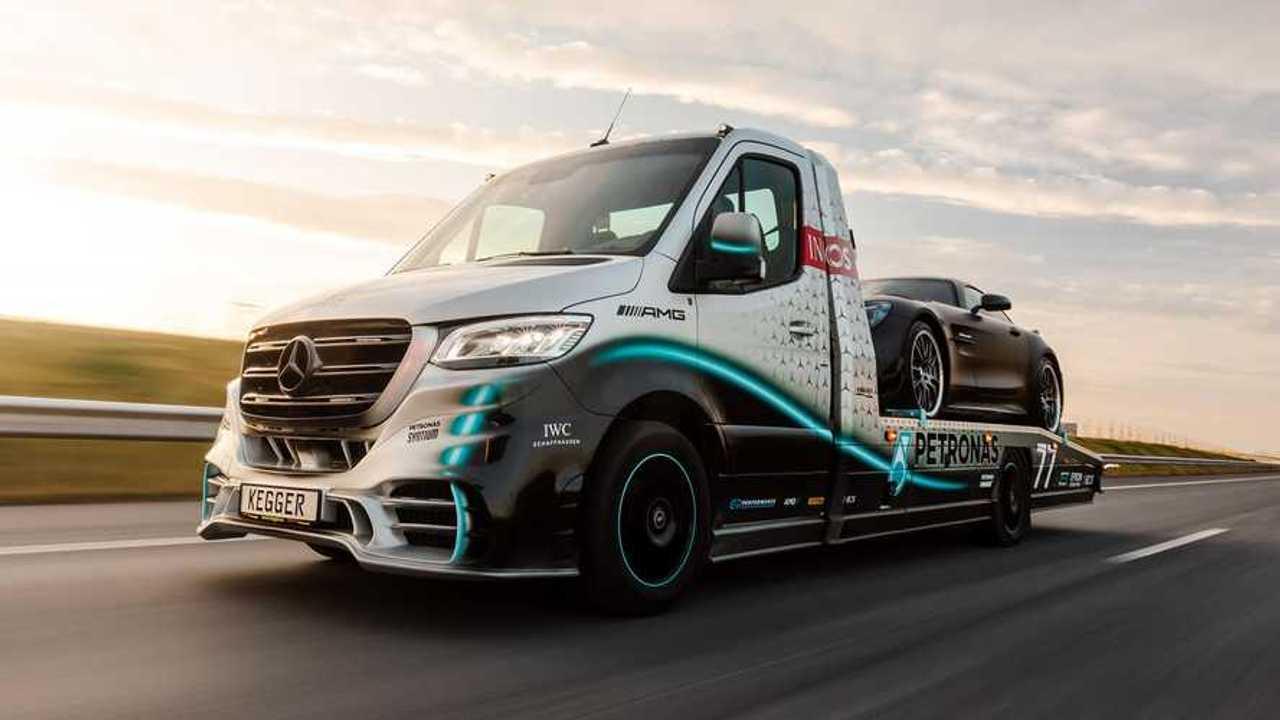 Mercedes Sprinter Petronas Edition tow truck