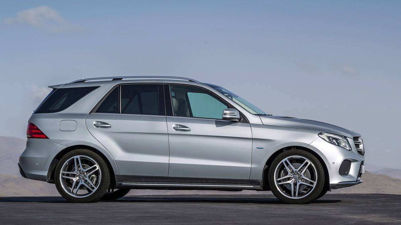 2020 mercedes benz gle class see the changes side by side. Black Bedroom Furniture Sets. Home Design Ideas