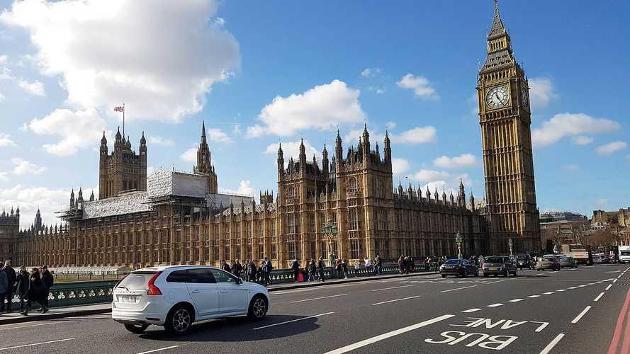 İngiltere, 2030 itibariyle tamamen içten yanmalı motorlara veda edecek