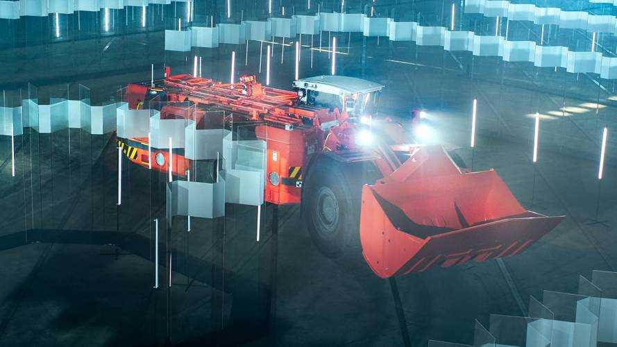 Watch driverless heavy loader navigate a glass labyrinth