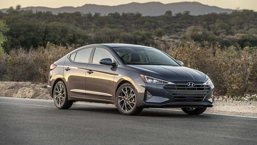 2018 Hyundai Elantra yeni burnu ve bolca teknolojisi ile gelecek