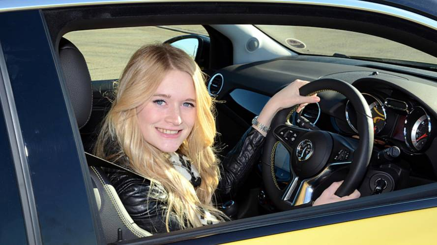 Youngsters don't concentrate on driving while behind the wheel