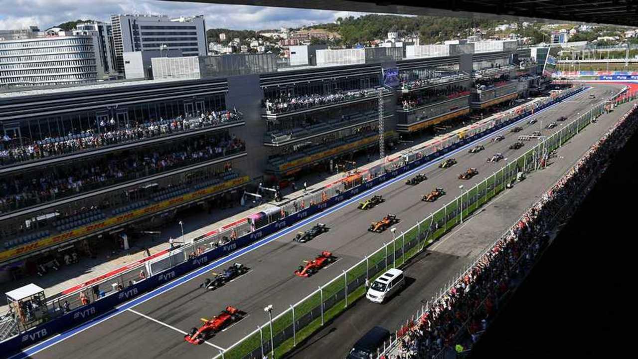 Charles Leclerc, Ferrari SF90, leads Lewis Hamilton, Mercedes AMG F1 W10 Sebastian Vettel, Ferrari SF90, Valtteri Bottas, Mercedes AMG W10, Carlos Sainz Jr., McLaren MCL34, Nico Hulkenberg, Renault F1 Team R.S. 19 and the rest of the pack at the start