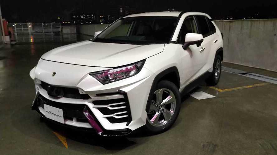 Que tal transformar seu Toyota RAV4 num... Lamborghini Urus?!