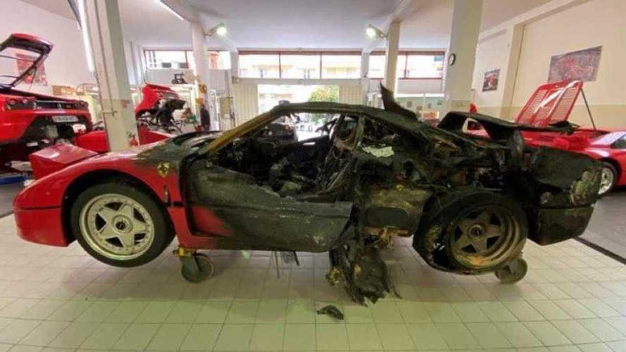 Ferrari F40 égett