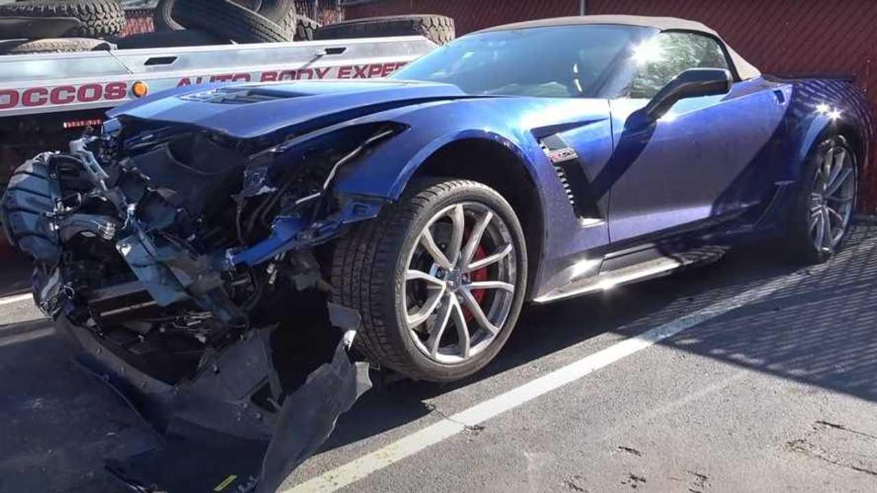 Összetört Chevrolet Corvette