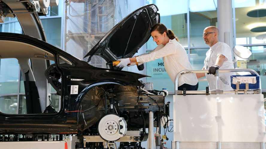 'Só na Volkswagen': visitantes podem ajudar a montar o e-Golf na fábrica