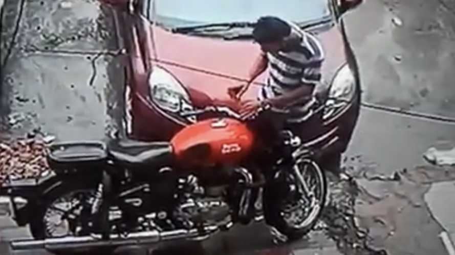 Watch This Failed Attempt At Motorcycle Theft