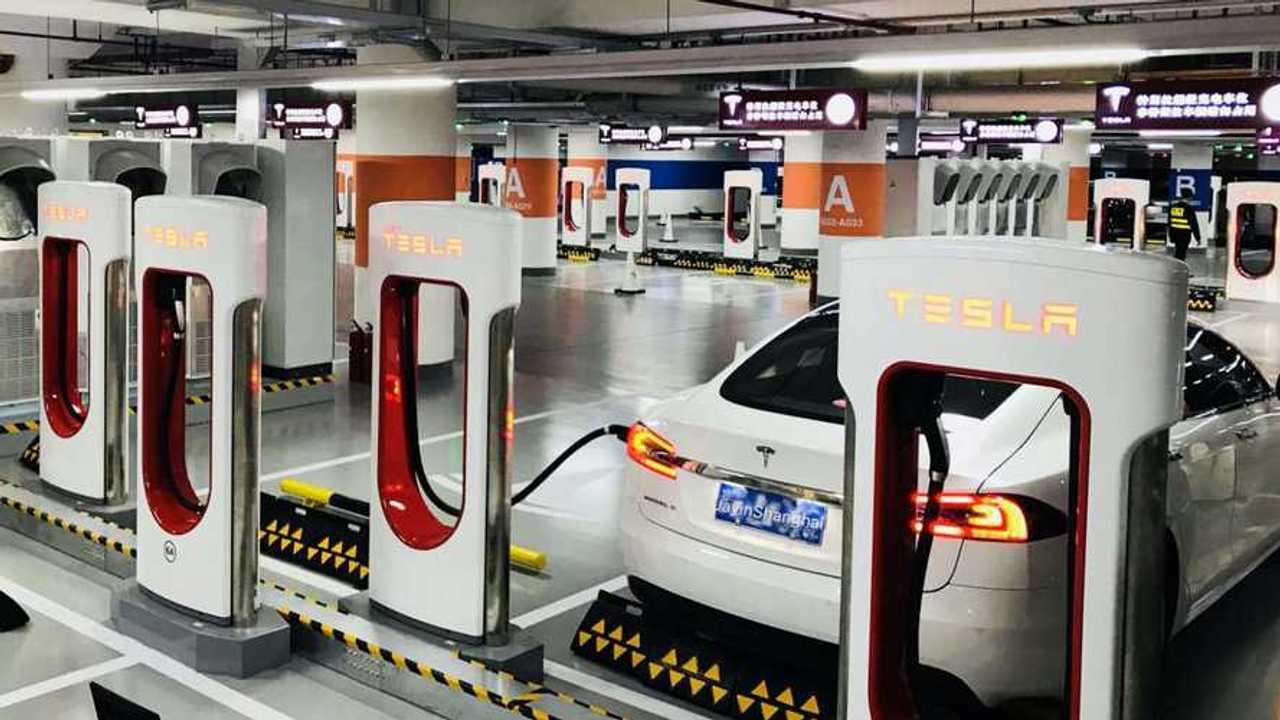 Tesla запустила свою крупнейшую зарядную станцию в мире