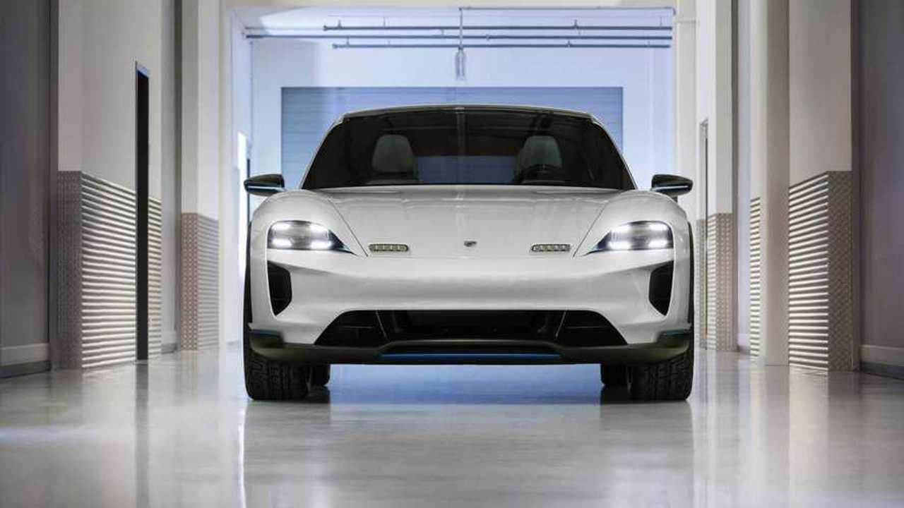 Porsche превратил свой электрический спорткар в кроссовер