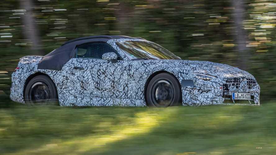 Novo Mercerdes-Benz SL Roadster 2022 posa camuflado em ensaio oficial
