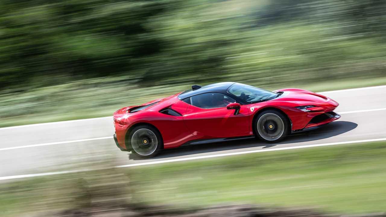 Ferrari SF90 Stradale, la prova