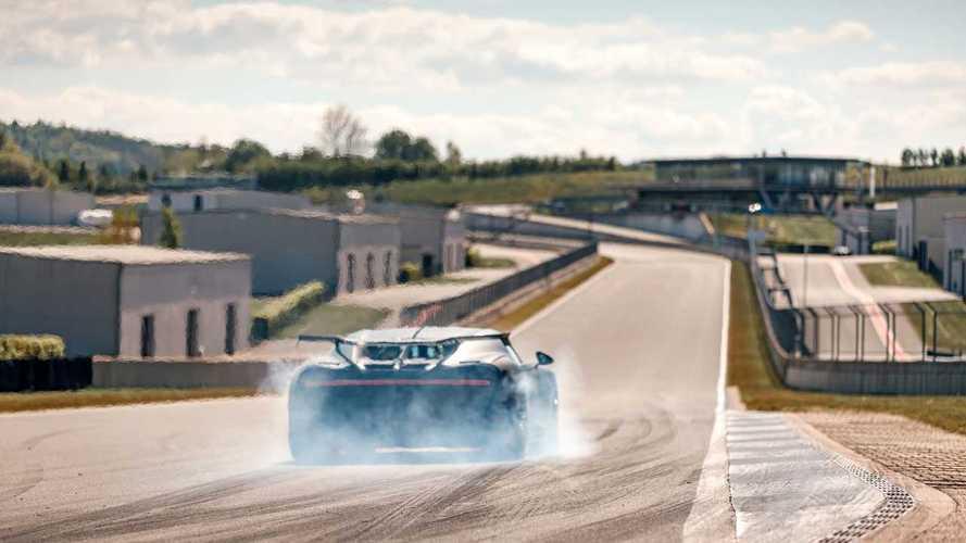 Посмотрите, как Bugatti тестирует гиперкар за четверть миллиарда