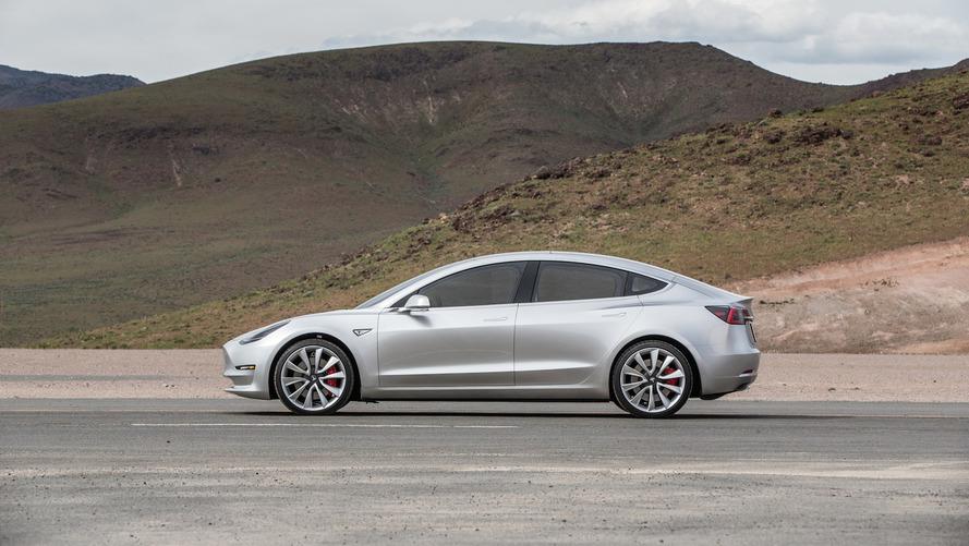 """En France, Tesla baisse les prix de sa Model 3 """"Grande Autonomie"""""""