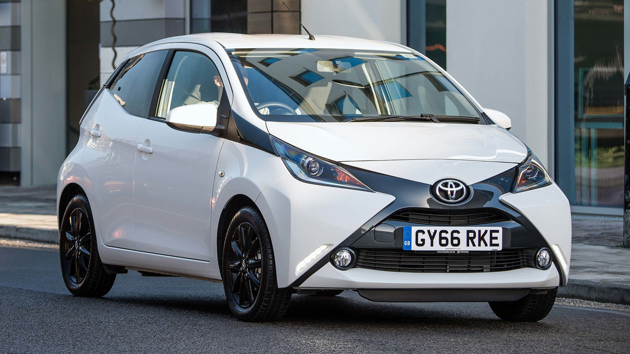 What is this weirdly aggressive toyota yaris doing on the nurburging