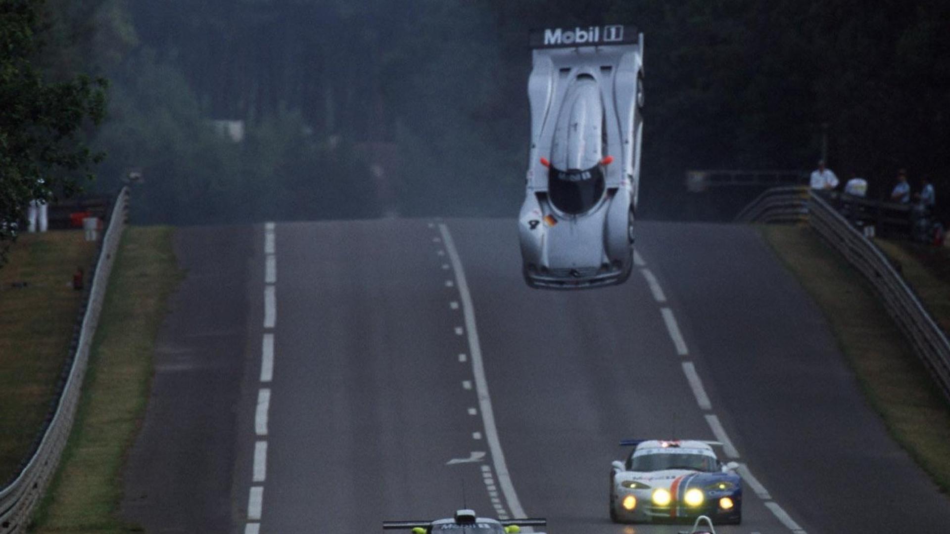 Quand la Mercedes CLR de Mark Webber décolla ! - Cultea