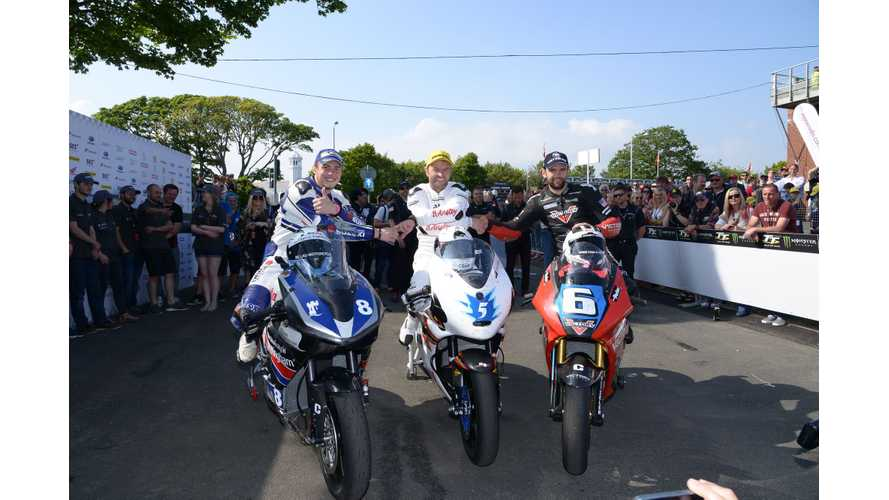 Bruce Anstey (Mugen) Won The 2016 TT Zero Ahead Of William Dunlop (Victory)