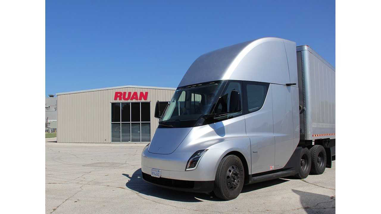Tesla Semi at Ruan in Iowa (source: Ruan)