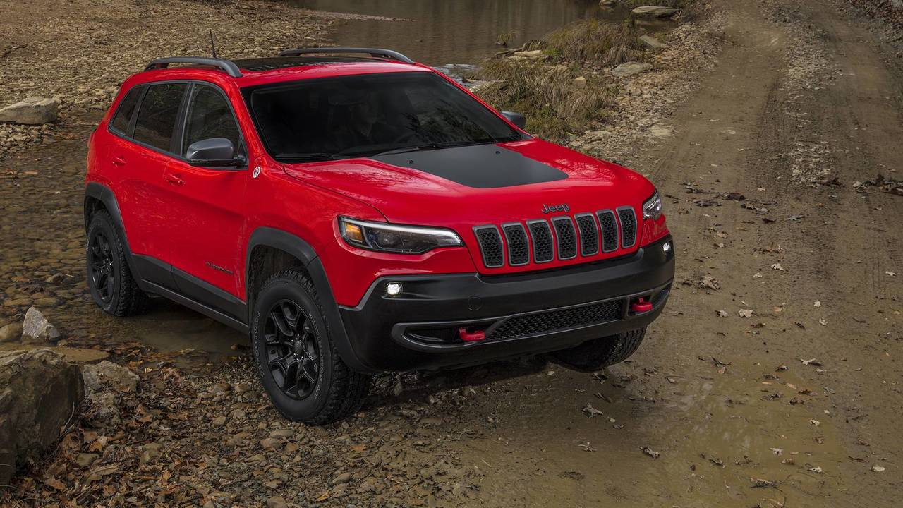 2019 Jeep Cherokee Gets A More Traditional Face, Roomier