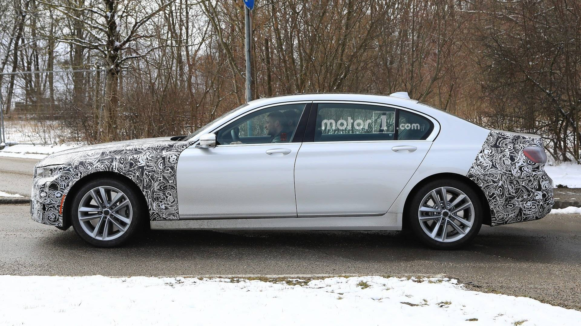 Refreshed Bmw 7 Series Spied Cruising Shows Off Bigger Grille