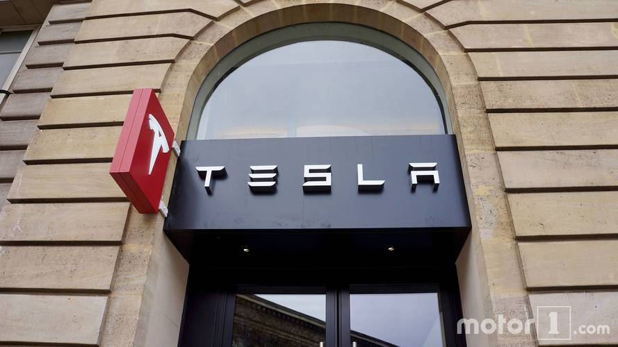 Musk visszakozott, mégsem vonják ki a tőzsdéről a Teslát