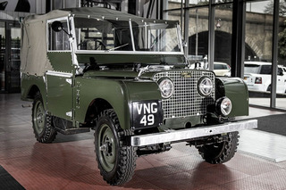 Restored Iconic Land Rover Celebrated at UK Style Event
