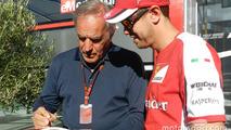 Giorgio Piola, Motorsport.com Formula 1 technical analyst, with Sebastian Vettel, Ferrari