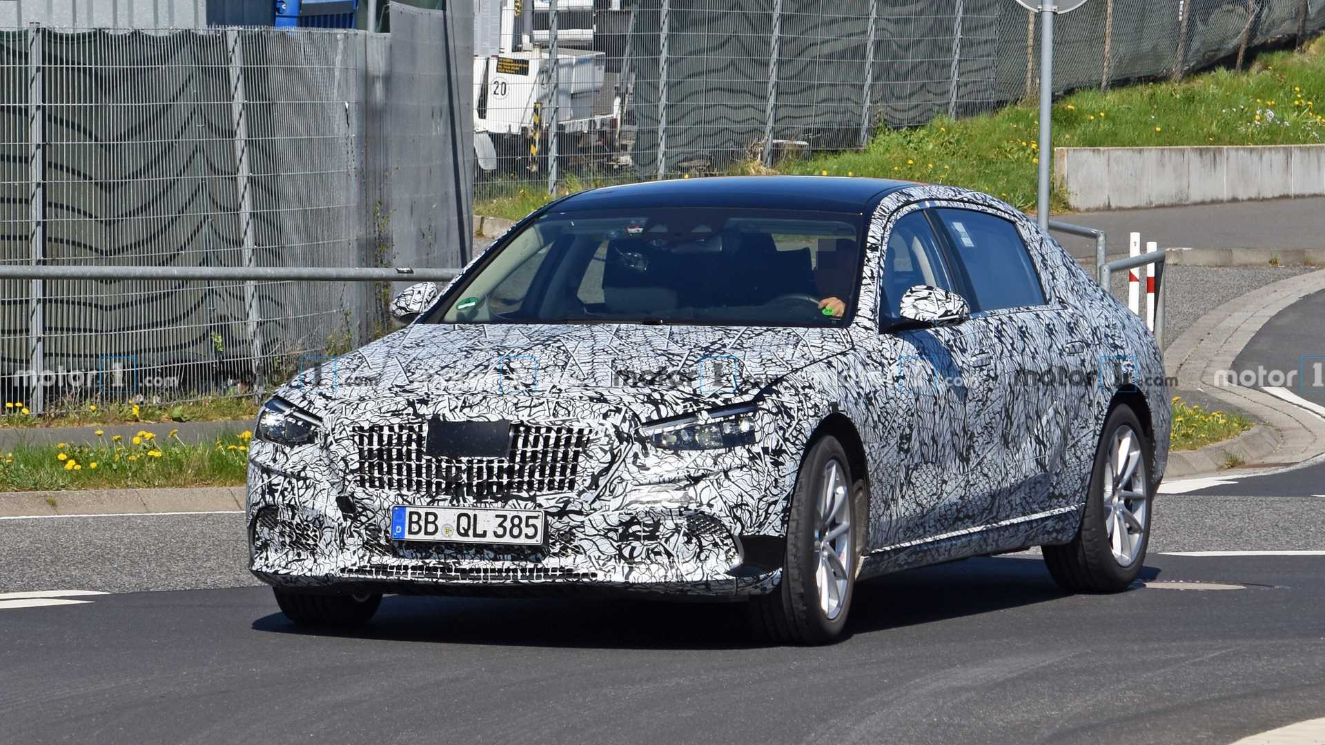 2022 Mercedes-Maybach S-Class spy photo