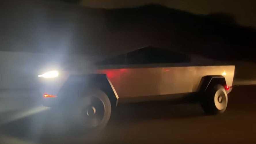 Videó: Elon Musk maga vitte el egy körre a Cybertruckot, felemás sikerrel