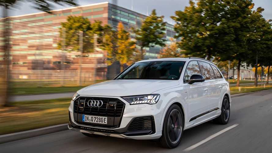 Audi Q7 подключили к розетке