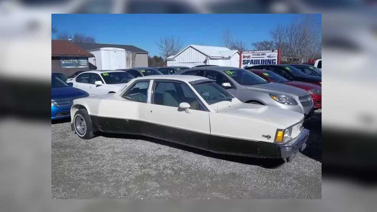 Crazy Chevy Citation tiene dos asientos, dos frentes y tres ruedas 16