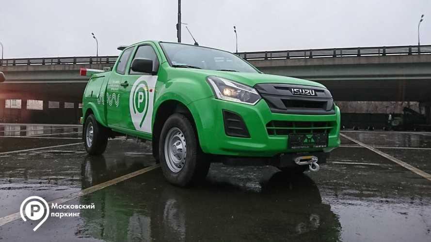Москва закупила мини-эвакуаторы для дворов и парковок