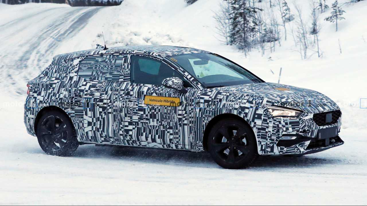 2020 SEAT Leon PHEV spy photo
