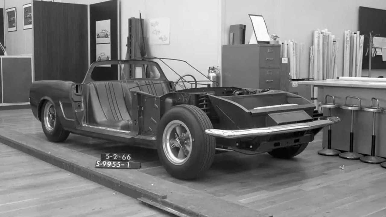 Ford encontró fotos del concepto Mustang de motor central que olvidó que existía 68