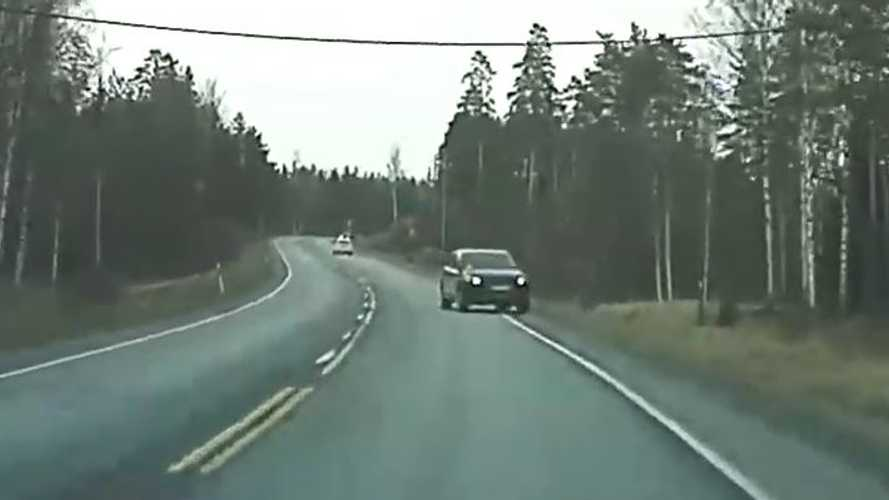 TeslaCam Video Shows Limitations Of Humanpilot: SUV Drives Into Ditch