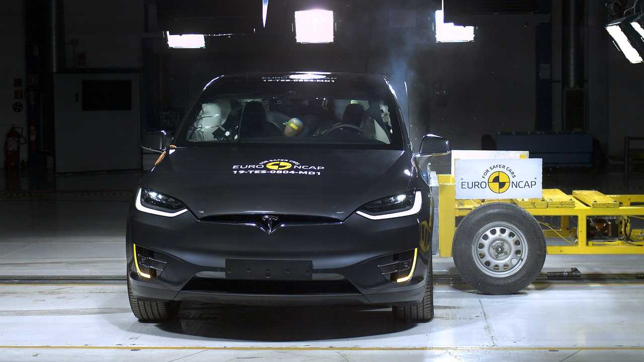 6 место - Tesla Model X