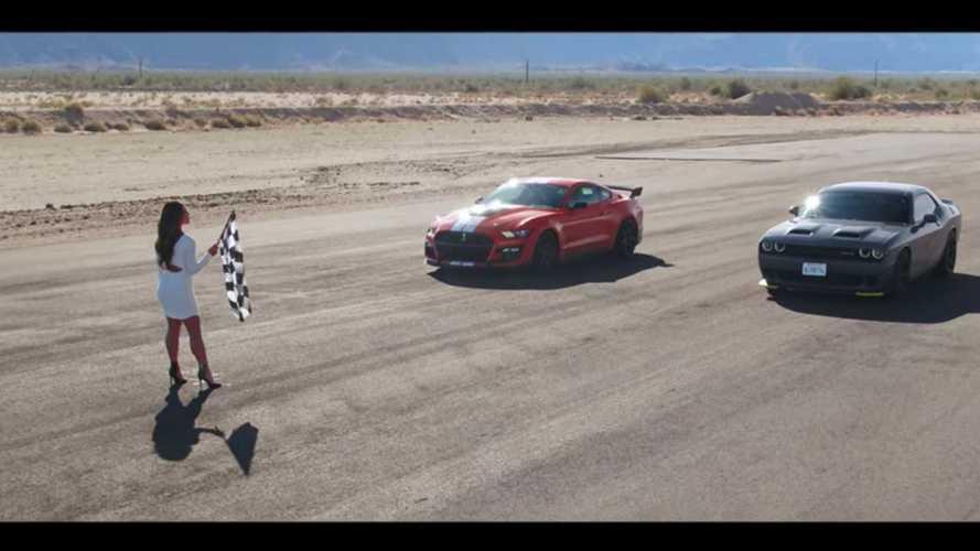 Shelby GT500 Vs Challenger Hellcat, chi la spunta nella drag race?