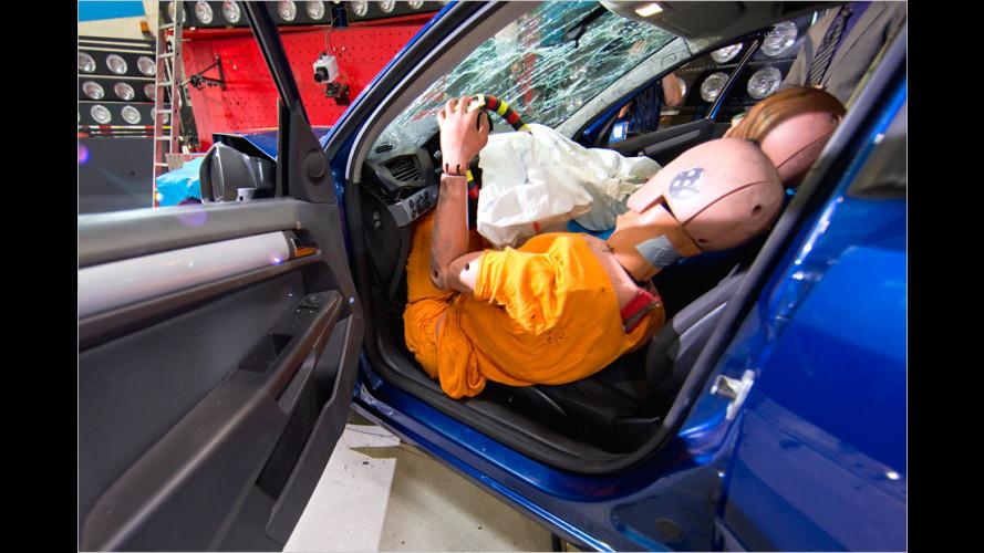 ADAC-Crashtest zeigt: Auf Airbag allein ist kein Verlass