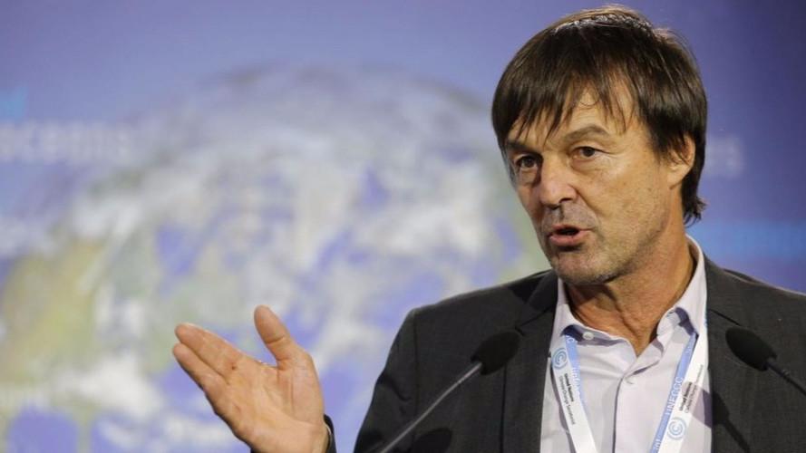 Nicolas Hulot annonce une fin de vente de voitures diesel et essence pour 2040 !