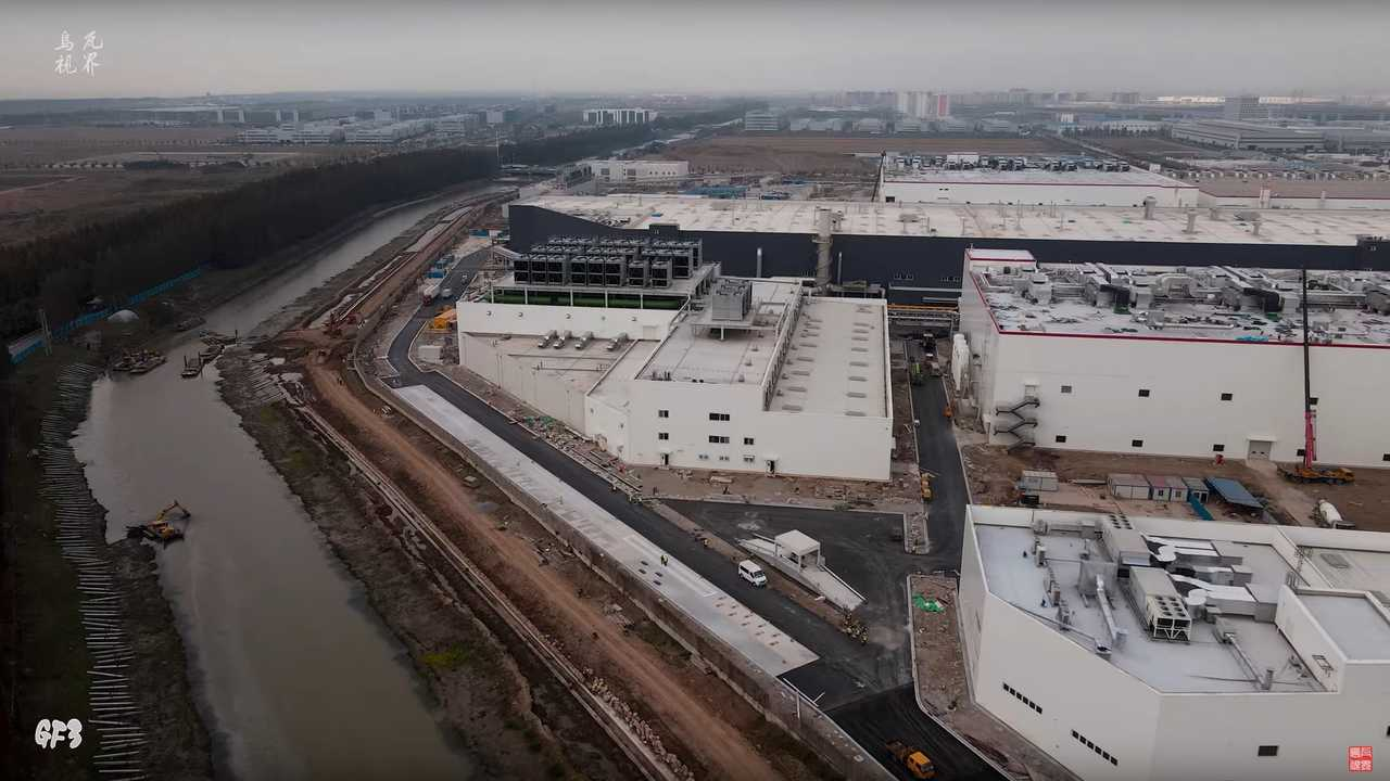 Tesla Gigafactory 3 (source: WU WA)